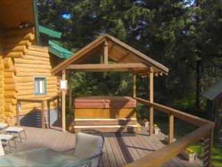 6-person hot tub on the deck.