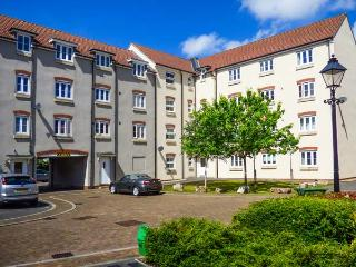 THE WESLEY APARTMENT, apartment with views over city, communal gardens, close to