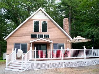 Sleeps 10 - 5 minutes from Weirs Beach, Laconia