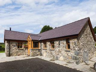 BEUDY, all ground floor, woodburner, parking, garden, in Betws-y-Coed, Ref