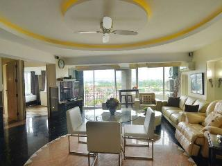 2 bed luxus condo nice view over Chiang Mai city