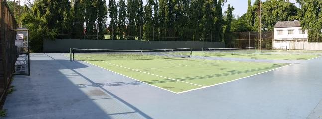 Tennis 1km from the building