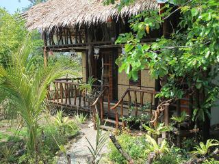 Sibuyan Island - The BoatHouse (BackPack Lodge  2)