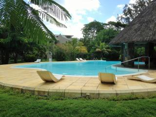 House with pool & housekeeping 30m. from the beach, Grand Baie