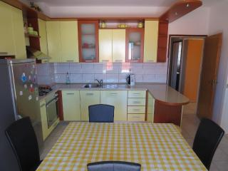 Spacious apartment available in Aug. - LAST MINUTE, Makarska