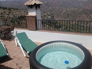 Casa Jose Village house for 8 .Beautiful area, Comares