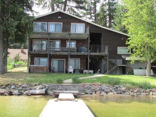 Large Lakefront Home with Private Dock, Sandy Beach and Hot Tub., McCall