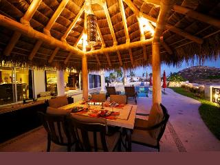 Casa Oceano Luxury Home on Palmilla Golf Course walking distance to Beach, San José Del Cabo