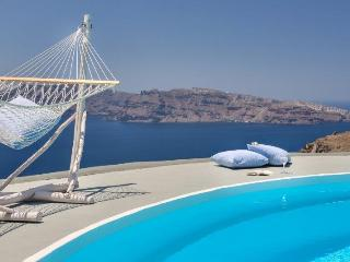 Mythique Villas with private pool, Oia