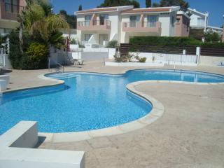 2 bedroom apartment, with super pool and free wifi, Erimi