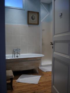 salle de bain , chambre de madame