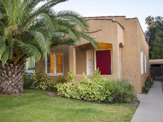 Colorful, dog-friendly cottage in Eagle Rock, great for families!