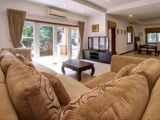 Villa Jintana - 9 sleeps, big yard and privat pool, Bang Tao Beach