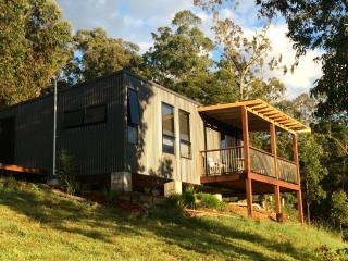 My country cocoon, Lorne