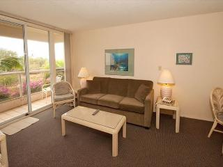 FALL SPECIALS! Comfortable 2-Bedroom Condo Across from Kamaole Beach 2, Kihei