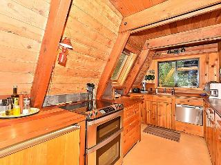 2BR Squaw Valley Classic A-Frame 1 Mile from Slopes, Village, Spas, Olympic Valley