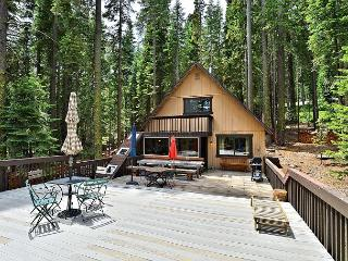 2BR/1BA Classic Rustic West Shore Cabin, Big Sky and Views, Sleeps 5, Homewood