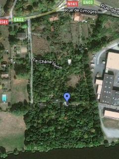 la situation des gîtes au milieu de l'Arboretum du Chêne-Vert