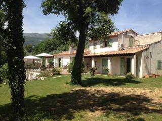 """Studio dans villa """"""""la maison des chenes .."""
