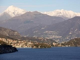 Stunning lake views and swimming pool, Argegno