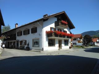 3 BR-apt.  Veronika 1420. sqft /Garmisch 20 km B+B, Unterammergau