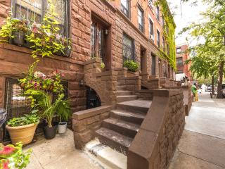 Modern Studio Apartment Historic Harlem Brownstone, New York