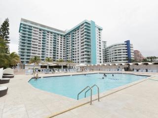 OCEANFRONT BLDG, DELUXE 3 BR, PRIVATE BEACH, GYM, POOL, TENNIS COURTS, BAY VIEW