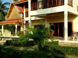 Villa Pollo - on the beach with a private pool., Koh Samui