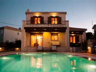 Villa Dora, luxury villa stunning seaviews, Tragaki