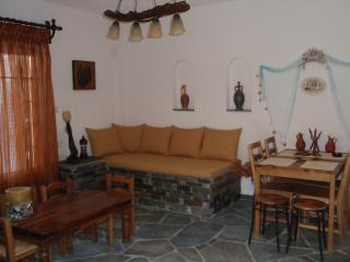 apartment by the sea ,cross the road and dive, Marmari