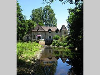 chambres d'hotes et gite MOULIN DU PIRROU, Saint-Jean-de-Cole