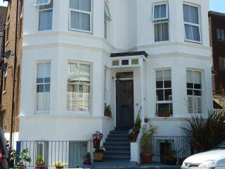 Upper Ground Apartment, Private Access from Street., Bexhill-on-Sea
