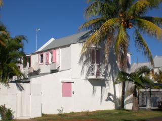 Vue sur les suites Trouloulou et Paul avec balconnets et vue jardin intérieur