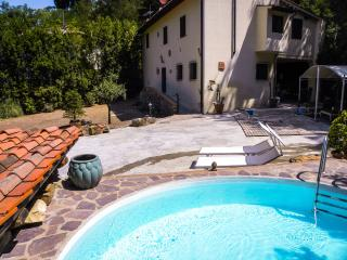 House in Woods with pool for 3 p, Bagno a Ripoli