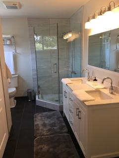 Shared bath (master and bedroom with 2 full beds)