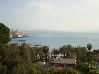 antibes bilocale quinto piano fronte mare, Antibes