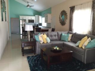 The Greens at Caymanas (Modern 3 bdrm 2 bth home), Kingston