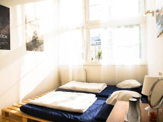Private cozy room, best location!, Praga