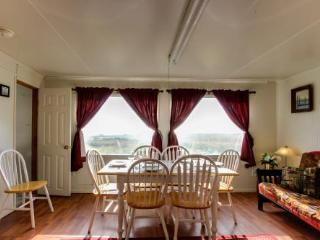 The Sand Dollar: Oceanfront Cottage Sleeps 8