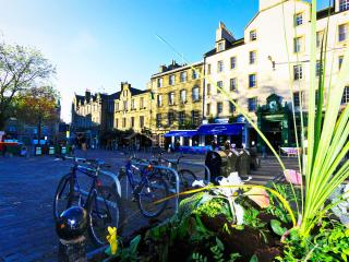 Castle Apartment - the heart of Old Town Edinburgh