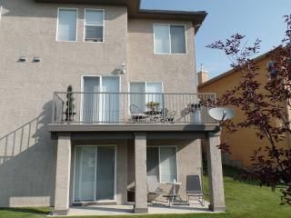 Upscale! 3 BR Executive  Townhouse Nw Calgary