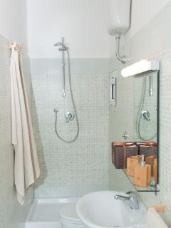 Il bagno adiacente ad uso esclusivo della stanza Maria Luisa