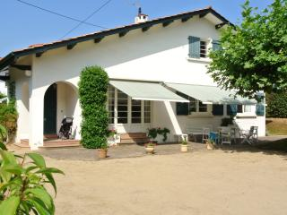 ATTRACTIVE HOUSE CENTRE DE ST-JEAN-DE-LUZ PARKNG+5 MINS BEACH+WIFI+TERRACE