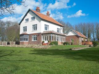 Bourne End House, sleeps 16 House with Hot Tub + Private Pub! SUMMER NOW REDUCED