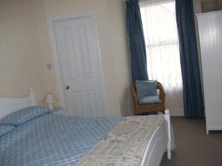spacious double room with ensuite shower and wc