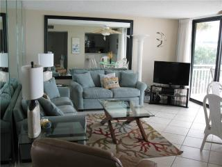 Relaxing beachfront 2BR condo with balcony #215GF, Sarasota