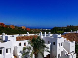 Ground Floor Apartment with Large Terrace-Duquesa, Puerto de la Duquesa