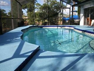 Pool Home is Quiet and Clean W/Enclosed Lanai