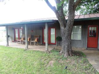 Lone Star Guest Haus - Large Suite, Luckenbach