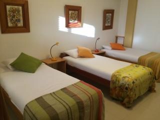 Segunda habitación puede ser doble o triple, con baño propio.